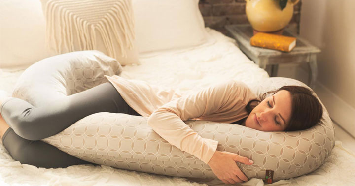Top 10 Best Maternity Pillows For Mom Reviews